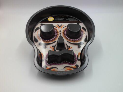 """WILTON Non Stick Skull Cake Pan 9.5"""" x 12"""" Halloween Skeleton  NEW"""