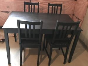 Dining with four chair