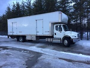 2012 Freightliner Camion cube 28 pieds