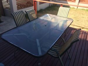 OUTDOOR TABLE WITH 5 CHAIRS Bedford Bayswater Area Preview