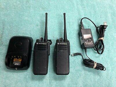 Pair Motorola Mototrbo Xpr6100 Xpr 6100 Uhf Two Way Radios W Charger