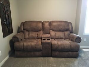 Dual reclining couch
