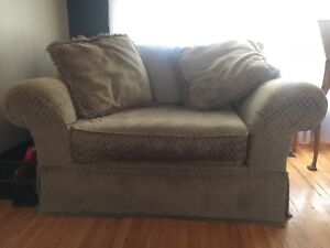 Extremely Comfy love seat!