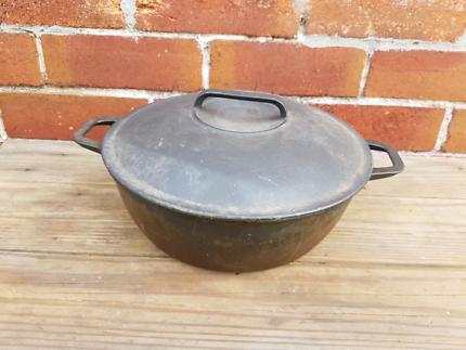 Vintage casron cast iron pot made in Japan