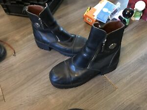 Size 9.5 woman's Harley Davidson boots