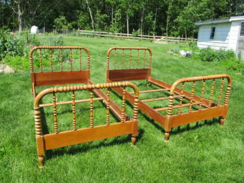 Pair Antique VTG Jenny Lind Spindle Beds - Beautiful - Twin Size Solid Maple