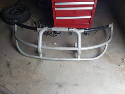 BULLBAR WITH BRACKETS TO SUIT VT COMMODORE = price reduced