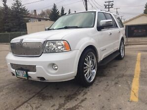2003 Lincoln Navigator w 2 sets of rims/tires