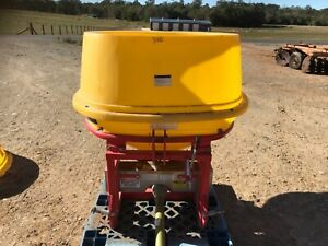 3PL KS-700P Agro-master fertiliser/seed spreader [164] Wamuran Caboolture Area Preview
