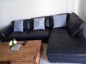 Black leather couch Wanneroo Wanneroo Area Preview