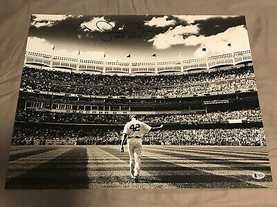Steiner Sports MLB New York Yankees Mariano Rivera 2006 Entering The Game B/&W 8x10 Photo