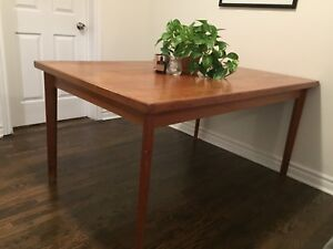 Solid wood 2 leaf dining table