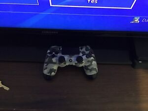 PS4 CONTROLLER LIKE NEW ASKING 40$