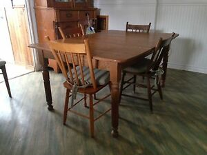 Antique table + 4 chairs
