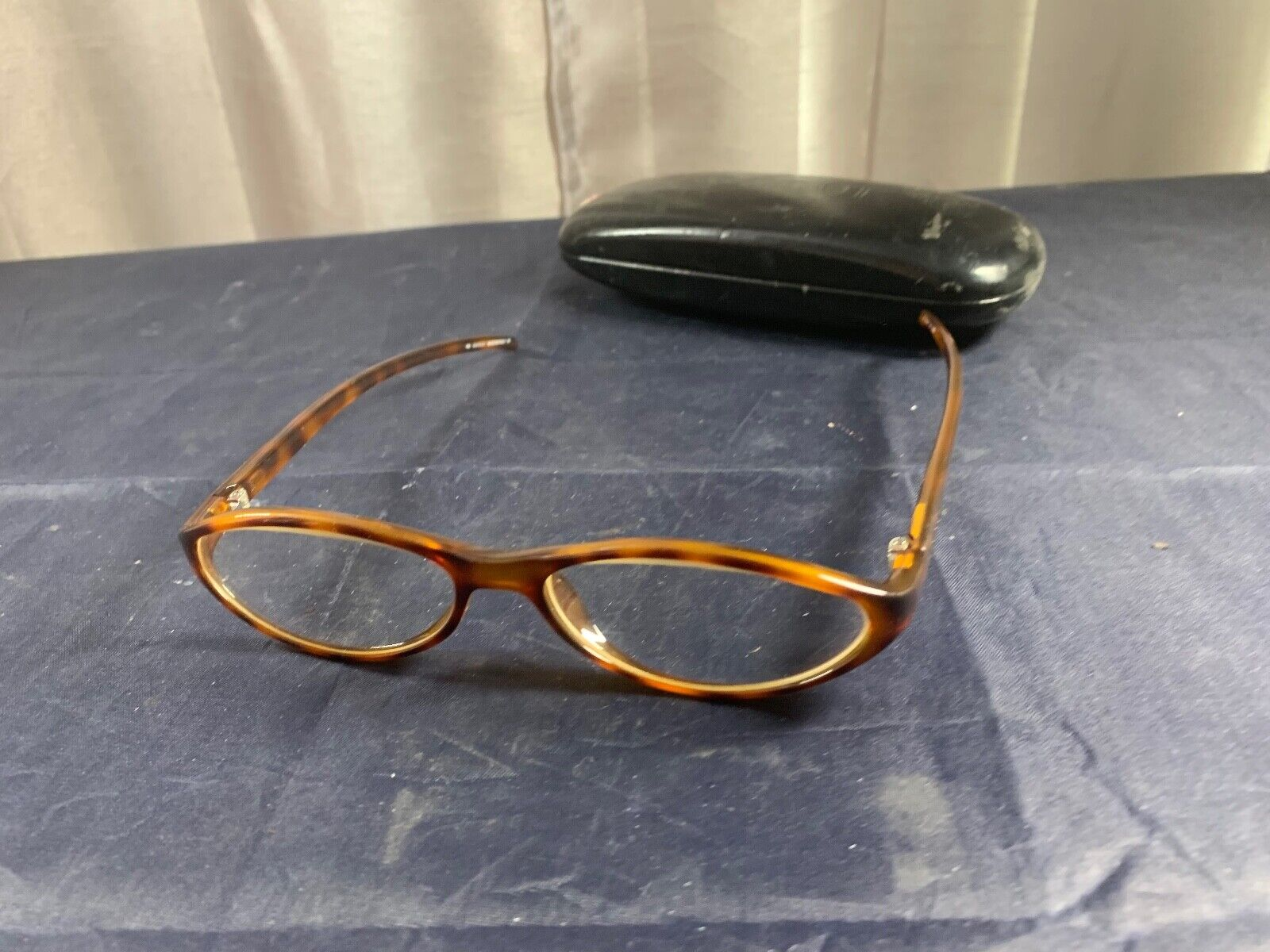 OLDER PAIR GUCCI READING GLASSES GQ 2497 130 3KB BEAT UP CASE - $12.99