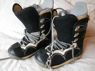 Pre Owned Burton Bone Out Snowboard Boots size 7 Womens