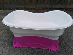 Bath tub for sale Clayton South Kingston Area Preview