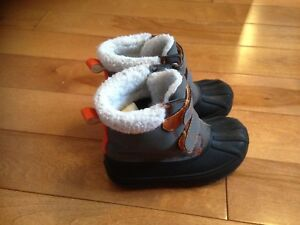 Boys size 7 warm winter boots
