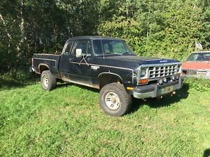 1981 Dodge Power Ram 150 4x4 club cab shortbox 4 speed