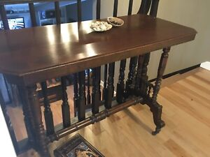 BEAUTIFUL ANTIQUE SOFA TABLE