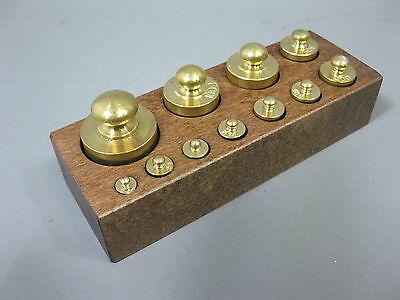 Gewichte Set in Holzbox  11 Messinggewichte