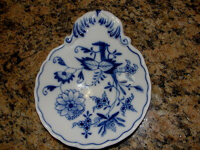 Antique Meissen Blue Onion Small Shell Dish