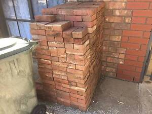 Red bricks, and other assorted pavers Seaford Rise Morphett Vale Area Preview