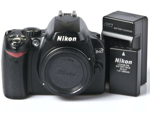 Nikon D40 DSLR Camera Body, Battery, Charger, Only 17k Clicks *EXCELLENT*