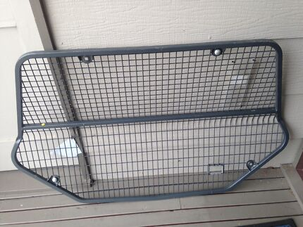 Subaru cargo barrier
