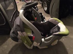 Baby Trends Car Seat/Carrier with 2 car bases