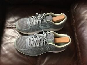 New Balance Running Shoes Size 9.5 Preowned