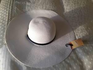 WHITE FLOPPY HAT LARGE BRIM BLACK  47 GOLD TRIM BNWT 8211566ebcd
