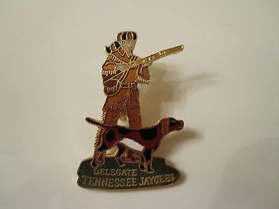 "DAVY CROCKETT Redbone Coonhound Coon Hunt Tennessee Delegate Jaycees 1 1/2"" Pin"