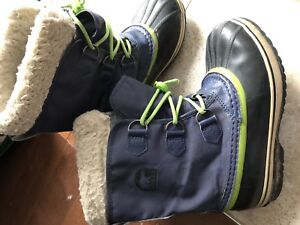 Sorel youth boys winter boots size 5 navy