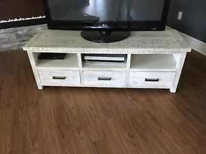 Wicker Emporium Solid Wood TV Stand