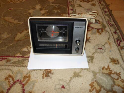 Panasonic RC-6121 FM/AM Clock Radio works nice shape