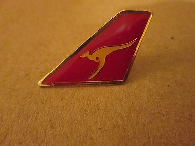 QANTAS AIRLINES...LOGO ON THE TAIL...PIN