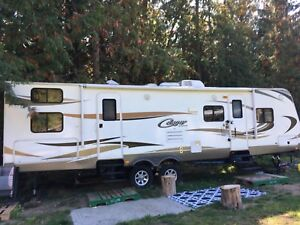 31ft 2014 cougar trailer 2 slides. Open to offers/partial trades
