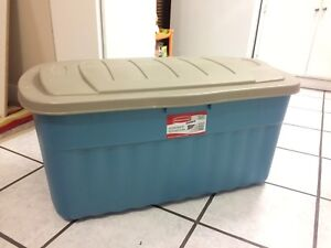 254L Rubbermaid Jumbo Storage Tote