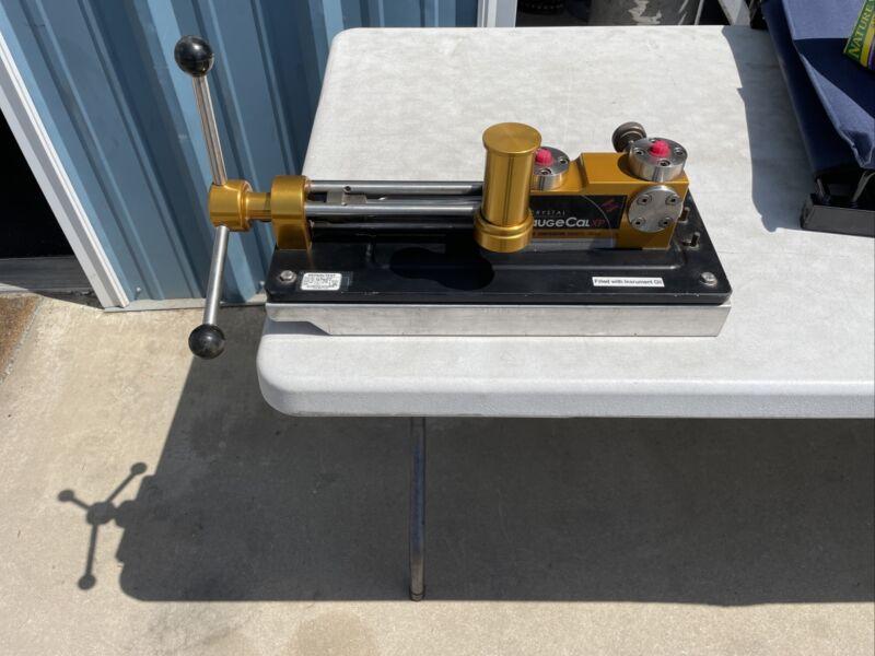 Crystal Engineering GaugeCalXP Pressure Comparator 10000 PSI 700 Bar