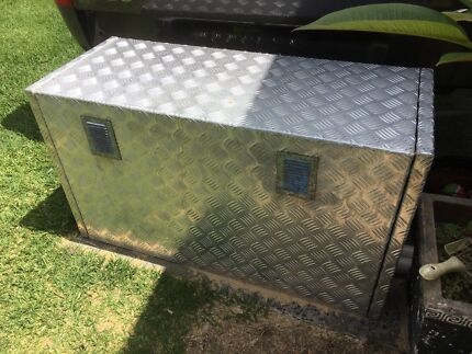 Generator box Mannering Park Wyong Area Preview