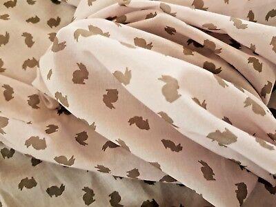 Leichter Baumwollstoff Häschen Hasen Kaninchen 1,5 x 1,45 Mtr  Rosa mit braun