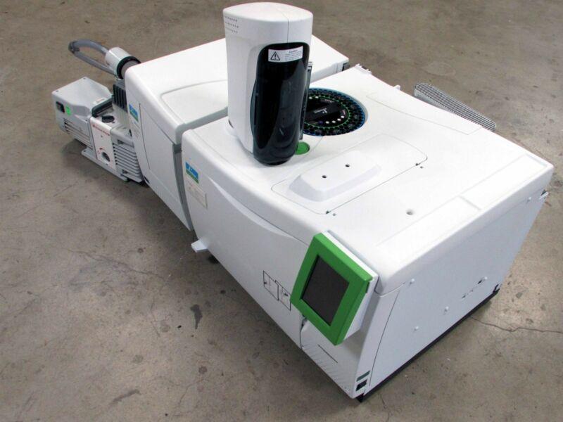 Perkin Elmer Clarus 680 GC Gas Chromatograph & SQ 8T MASS SPECTROMETER