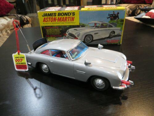 VINTAGE GILBERT JAMES BOND ASTON MARTIN DB5 NEAR MINT -CAR REALLY SHINES! W/BOX