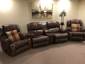5 piece Brown Leather Home Theatre Seating in Mint Condition