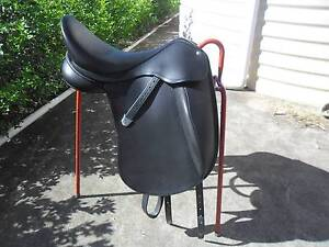 BATES  INNOVA DRESSAGE SADDLE Harlin Somerset Area Preview