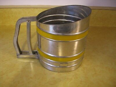 Vtg Yellow Stripe Sift-Chine Double Screen Hand Held Kitchen Sifter USA (A72)