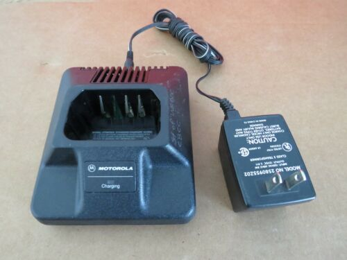 MOTOROLA HTN9702A BATTERY CHARGER AND POWER ADAPTER 2580955202