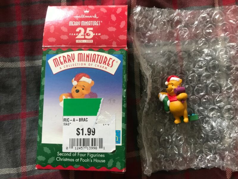 Hallmark Merry Miniatures 1999 - Winnie the Pooh - Pooh
