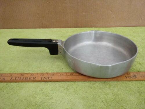 "Dual Spout #4506 Magnalite GHC Aluminum  8 3/4"" Sauté/Sauce/Frying Pan"